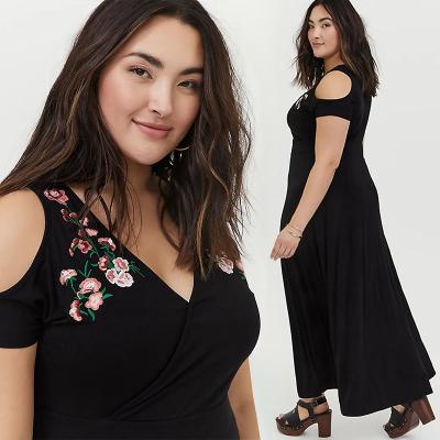 TORRID / Длинное трикотажное платье черного цвета с вышивкой